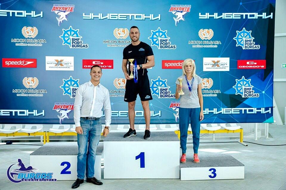 Треньорите наNSK Olimpв лицето наЛюбомир СимеоновиПетър Ивановсе прибраха от Бургас с 4 купи от международния турнирBurgas Swimming Open