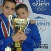 Малките плувци на Олимп с купа и торта за коледен турнир, Петър Стойчев също с награда