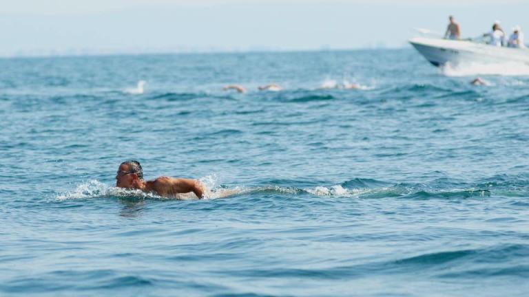 Цанко Цанков става първият плувец, който ще преплува акваторията на най-големия български залив.