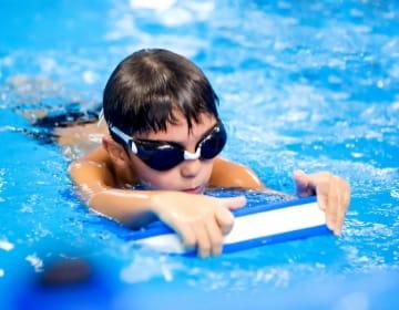 Уроци по плуване за деца